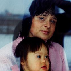 """Wystawa fotograficzna autorstwa Chrisa Niedenthala pt. """"Listy do Syna"""" ukazująca dzieci z zespołem Downa."""