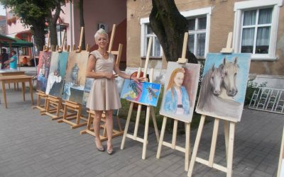 """Zapraszamy na wernisaż wystawy Teresy Augustyniak """"Oczami dziecka""""."""